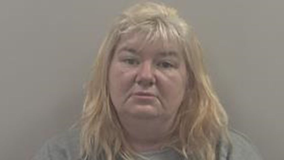Domestic Abuser Wife Joanne Singleton Jailed For 6 Years For Stabbing Husband 22 Times